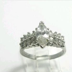 ESTATE Engagement ring. 925 & CZS